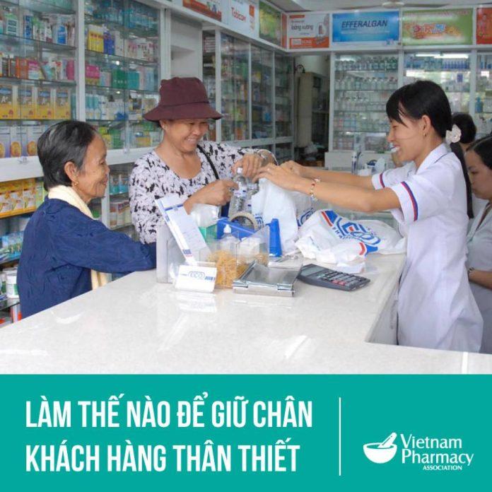 người dân mua thuốc tại nhà thuốc
